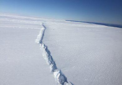 Neue Risse im Antarktiseis